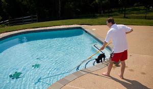 Como-limpar-piscina-01